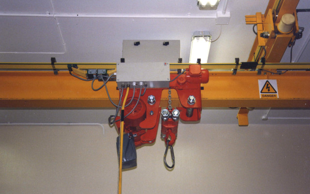 Low headroom monorail overhead crane with LX Electric Chain Hoist